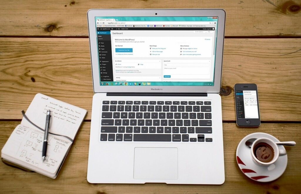 laptop, wordpress, wordpress design-593673.jpg